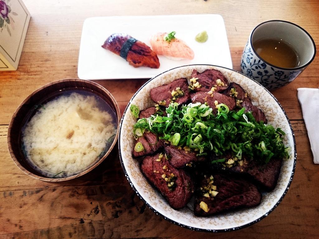 【高雄食記】阿貴食堂~丼飯.日式蓋飯.簡餐