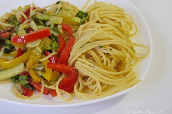 福壽對味香油,蒜味香油蔥味香油一匙就美味:蔬食義大利麵、蔥油蒸雞柳食譜,讓你簡單輕鬆15分鐘就能出好菜。